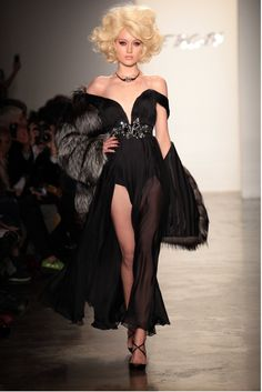 Runway fashion usually makes me laugh more than anything. This isn't bad, though. Not something I'd ever actually wear, but cool looking.