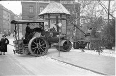 Gammel damptrommel på legeplads. Old Tractors, Sort, Old Magazines, Steam Engine, Rollers, Scandinavian, Antique Cars, Antiques, Photos