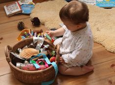 How baby massage can help with baby's development Welcome to the fifth part of my massage for children … – Baby Development Tips Waldorf Preschool, Toddler Preschool, Maria Montessori, Montessori Toys, Toddlers And Preschoolers, Kids, Diy Baby Toys 1 Year, Baby Treasure Basket, Bebe 1 An