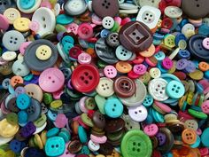 Large mix of sewing buttons! Many different shapes, sizes and colors. I hand pick each and every button so no broken buttons. The pictures are an example of the batch I will be selecting your buttons from. Bulk Buttons, Types Of Buttons, Cute Headbands, Diy Ribbon, Pearl Flower, Sewing A Button, Pretty And Cute, Vintage Buttons, Different Shapes
