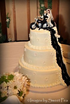 Harley Wedding Cake | #ChopperExchange #bikerwedding #weddingcake