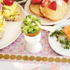 Hol een kiwi uit en vul deze met vers fruit. #JumboSupermarkten #ontbijt #Moederdag