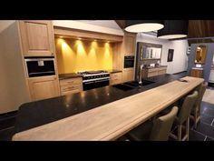 Op zoek naar een rustieke retro keuken? Kitchen Redo, Showroom, Interior, Table, House, Furniture, Petra, Home Decor, Folding Furniture