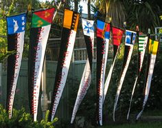 Fly, my pretties! Silk banners or flags with various heraldry and the same motto Medieval Banner, Larp, Banner Saga, Medieval Crafts, Nautical Flags, Flag Banners, Do It Yourself Projects, Pirate Party, Science Art