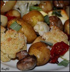 *Pečené zemiaky so šalviou*......naberal som v pivnici zemiaky a všimol som si vo vedre také malé, nepodarené...predstavil som si ich upečené so zeleninou, sušenými paradajkami a na tanieri dochutené čerstvou šalviou...