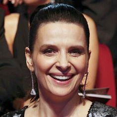 #JulietteBinoche with #diamond #LongEarrings by @chopard in the #Goyas2016 #dress by @loewe  __________  Juliette Binoche con #PendientesLargos con #diamantes de #chopard en los #PremiosGoya #vestido de #loewe __________  #DeJoyaEnJoya #FromJewelToJewel #InstaEarrings #InstaJewels #InstsDiamonds #HighJewelry #FineJewelry #glamour #style #actress ##RedCarpet #luxury #NadieQuiereLaNoche #NobodyWantsTheNight #IsabelCoixet #JewelryPassion #JewelryAddict #earrings #pendientes
