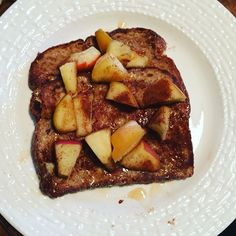Breakfast is served! Healthy French Toast from the FIXATE cookbook of course… Fixate Recipes, Cooking Recipes, Healthy Recipes, Healthy Breakfasts, Healthy Foods, Fixate Cookbook, Healthy French Toast, Nutrition Food List, 21 Day Fix Diet
