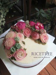 Ricetree Rice cake Wilton Decorating Tips, Cake Decorating Tips, Flower Cake Decorations, Dessert Decoration, Buttercream Flowers, Buttercream Cake, Cake Cookies, Cupcake Cakes, Korean Rice Cake