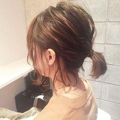 32 Ideas For Hair Tutorial Easy Chignons Medium Hair Styles, Curly Hair Styles, Easy Chignon, Short Hair Ponytail, Short Sassy Haircuts, Diy Hair Mask, Hair Arrange, Undercut Hairstyles, Hair Highlights