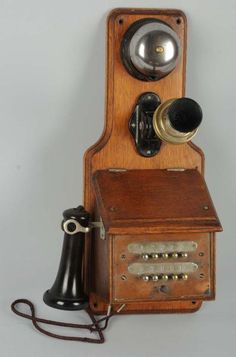 Learn How to Identify Antique Wall Telephones: Fiddleback Wall Phone Telephone Booth, Vintage Telephone, Vintage Phone Wallpaper, Antique Phone, Old Crates, Retro Phone, Old Technology, Vintage Phones, Old Sewing Machines