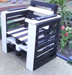 Pallet chairs. Love it! Site is in german, but if you go to the bottom of the page, you can select english.