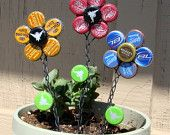 19 Easy and Striking DIY Bottle Cap Craft Ideas - Diy Craft Ideas & Gardening Diy Bottle Cap Crafts, Beer Cap Crafts, Bottle Cap Projects, Bottle Cap Art, Beer Bottle, Garrafa Diy, Beer Caps, Beer Cap Art, Outdoor Crafts