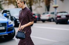See the off-the-catwalk street style to note from Ukrainian Fashion Week. Fashion Week 2018, New York Fashion, Ukraine, Ootd, Cool Street Fashion, Timeless Elegance, Who What Wear, Catwalk, Vogue