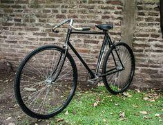 Restored Peugeot 👍👌🔥na Velo Vintage, Vintage Cycles, Vintage Bikes, Vintage Racing, Retro Bicycle, Old Bicycle, Old Bikes, Speed Bike, Fixed Gear Bike