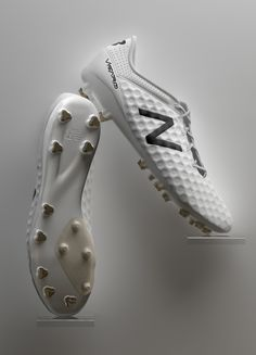 New Balance/ football shoes/ white/ silicon/ material leManoosh.com