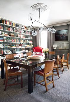 Anyone know the name of the chandelier? Eclectic Style Dining Room From Architectural Digest Spain Interior Ikea, Cafe Interior, Interior Styling, Interior Design Masters, Interior Design Inspiration, Model Home Decorating, Decorating Ideas, Decor Ideas, Casual Dining Rooms