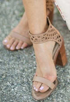 89e81b6247e Women s Brown Open Toe Chunky Heels Ankle Strap Sandals