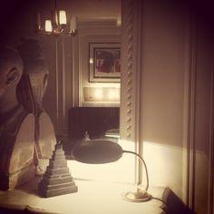 desk lamp with brass foot in my parisian flat modernariato.fr