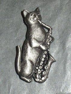 VINTAGE 80'S SIGNED JJ SAXOPHONE PLAYING CAT BROOCH