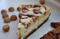 Sinterklaasrecept voor een heerlijke cheesecake met witte chocolade, dikke brokspeculaas, kruidnoten en gezouten karamel.