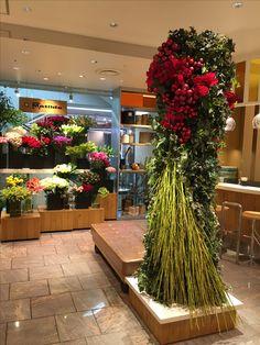 ISETAN symbol tower X'mas 2016 #flower #shop #matilda #中目黒 Isetan, Matilda, Tower, Christmas Tree, Table Decorations, Holiday Decor, Shop, Plants, Wedding
