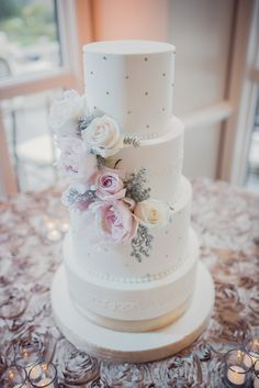 Blush and cream winter wedding at the Summit House in Fullerton | Winter Wedding Cake Inspiration | wedding style boards