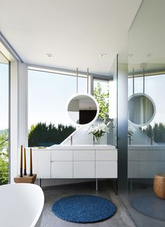 A Contemporary Home Cascades Down the Hillside in Vancouver #modernhome #homerenovation #vancouver #bathroom