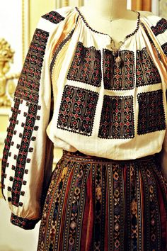 Get traditional Romanian - Diy Handwork Polish Embroidery, Folk Embroidery, Learn Embroidery, Embroidery Designs, Historical Costume, Historical Clothing, Ethnic Outfits, Folk Costume, Fashion History