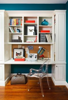 Great idea to paint the walls a popping color paired with an all white piece against it. This is a perfect home office space ♥ Click to see the other great shelving ideas in this home!
