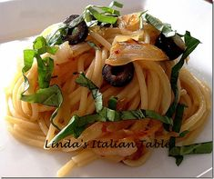 A beautiful spring pasta dish with caramelized onions - Pasta Con Cipolle http://www.lindasitaliantable.com/pasta-con-cipolle/