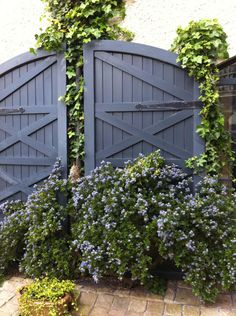 Shed colours Cuprinol UK's 'Misty Lake'. Garden Fence Paint, Garden Painting, Garden Fencing, Fence Art, Garden Trellis, Garden Path, Cuprinol Garden Shades, Shed Colours, Small Gardens