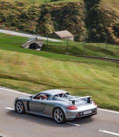 King of the hills. #PorscheMoment #CarreraGT #Porsche (📷: @jessie.carspot): King of the hills. #PorscheMoment #CarreraGT #Porsche (📷:…