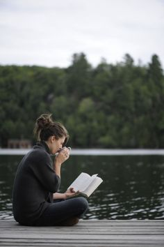 Woman reading on the dock by lake I Love Books, Good Books, Books To Read, Reading Books, Vie Simple, Woman Reading, Book Photography, Book Lovers, Lovers Pics