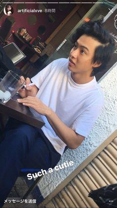"[Clip, Kento in Spain, 10/24/16] https://twitter.com/Jessy1693/status/790523716178415616 Kento Yamazaki gives his autograph to a Spanish fan of him!!!, shooting J LA movie ""Jojo"", in theaters summer 2017"