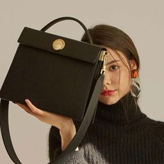 Best Handbags, Purses And Handbags, Aesthetic Grunge Outfit, Classy Aesthetic, Briefcase Women, Big Purses, Chain Crossbody Bag, Small Shoulder Bag, Luxury Bags