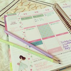 Diese Woche in meinem Lifeplanner:) meine Bilder + Erin Condren Review in Deutsch auf: www.all-my-pretty-things.com - YouTube Video: @MarinRoj :)))  ...bekommt $10 mit eurer ersten Bestellung geschenkt, Link ist in meinen Review's!  - dort findet Ihr auch Ideen zur Gestaltung & Dekoration + Infos, wo ihr den Planner Kalender in/ aus Deutschland online bestellen/ kaufen könnt (nicht Amazon)  (Rose Gold horizontal Vertical hourly 2016) #ecLifePlanner #ErinCondren #diy #craft #filofax #KikkiK…