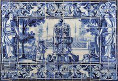 """Painel de cento e dezessete azulejos portugueses;     decoração a azul """"Fidalgos no jardim perto de fonte"""" séc. XVIII (1ª metade) Tile Murals, Tile Art, Mosaic Tiles, Wall Tiles, Portugal, Tile Panels, Portuguese Tiles, Antique Tiles, White Tiles"""