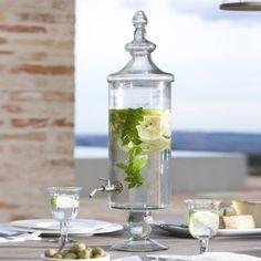 Für die Erfrischung zwischendurch: Eisgekühltes Zitronenwasser mit frischer Minze aus dem Getränkespender Lerrain #loberon