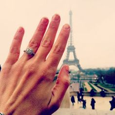 The Best Engagement Ring Selfie Pictures : Brides.com