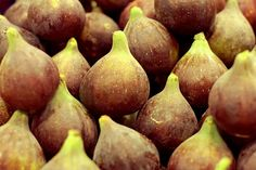 Discover the fabulous and surprising health benefits of fresh and dried figs - Nutrition Facts compared with similar fruits, serving tips, preparation, recipes Dried Figs Nutrition, Soy Milk Nutrition, Grape Nutrition, Spinach Nutrition Facts, Watermelon Nutrition Facts, Pasta Nutrition, Quest Nutrition, Vegetable Nutrition, Nutrition Tips
