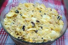 Salata de oua, cartofi si fasole rosie Fruit Infused Water, Food Art, Macaroni And Cheese, Dips, Food And Drink, Lunch, Cooking, Ethnic Recipes, Desserts