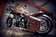 The Spartan harley and some Silkfatblues leather, seat and the sidebag...