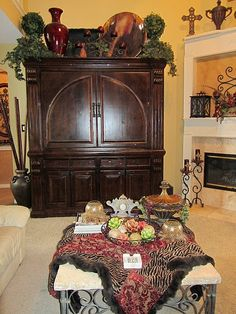 If you are having difficulty making a decision about a home decorating theme, tuscan style is a great home decorating idea. Many homeowners are attracted to the tuscan style because it combines sub… Ikea Raskog, Top Of Cabinets, Above Kitchen Cabinets, Kitchen Worktops, Diy Interior, Apartment Therapy, Console, Tuscany Decor, Urban Outfitters