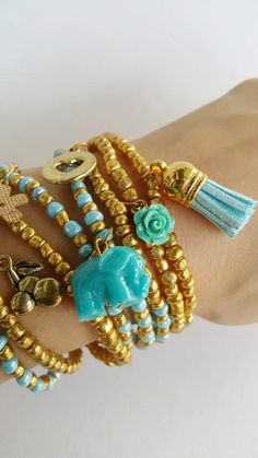 Layering seedbead Friendship Bracelets - Boho Chic Summer Bracelets, you are buying 8 bracelets in this listing. Each bracelet is streachable and 7.50 inches  TAKE ADVANTAGE OF COMBINED SHIPPING!!!! Only 0.50€ (about 0.60 USD) for adicional item!!  Handma