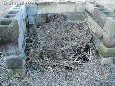 Easy compost pile...could work well on a larger scale as a manure pit...