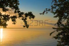Goldener Sonnenaufgang über dem Bodensee Erstes Licht eines Sommermorgens Lizenzfreie Bilder