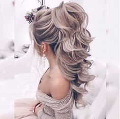 Indian Bride hairstyle idea by Elstile stylist - All For Hairstyles Bridal Hair Down, Wedding Hair Side, Wedding Hairstyles For Long Hair, Elegant Hairstyles, Wedding Hair And Makeup, Bride Hairstyles, Ponytail Hairstyles, Down Hairstyles, Summer Hairstyles