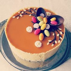 mun taiteellinen näkemys #pääsiäiskakku #mangokakku #easter #cake #chocolate #eggs #candy #flowers Easter Party, Buns, Mango, Cookies, Instagram Posts, Desserts, Recipes, Food, Manga