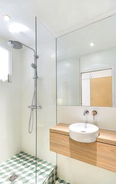 Appartement de 30 m² à Paris | Salle de bain | Architecte d'intérieur : Richard Guilbault | www.richardguilbault.com