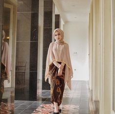 Discover recipes, home ideas, style inspiration and other ideas to try. Model Dress Kebaya, Model Kebaya Brokat Modern, Kebaya Modern Hijab, Kebaya Hijab, Kebaya Muslim, Hijab Dress, Hijab Outfit, Modest Fashion Hijab, Abaya Fashion
